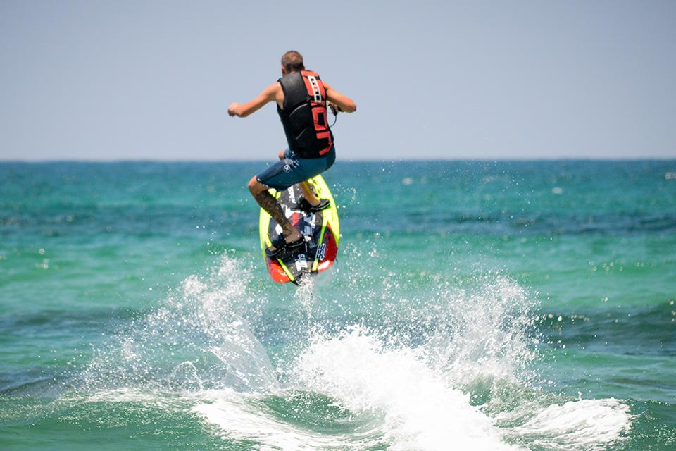 מתקדם גלשן עם מנוע לאוהבי אקסטרים   jet surf הגלשן הממונע הטוב בעולם! EN-85